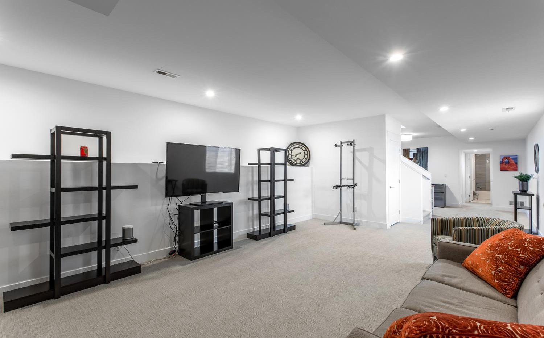 2218 W 33rd Avenue-large-034-039-Lower L