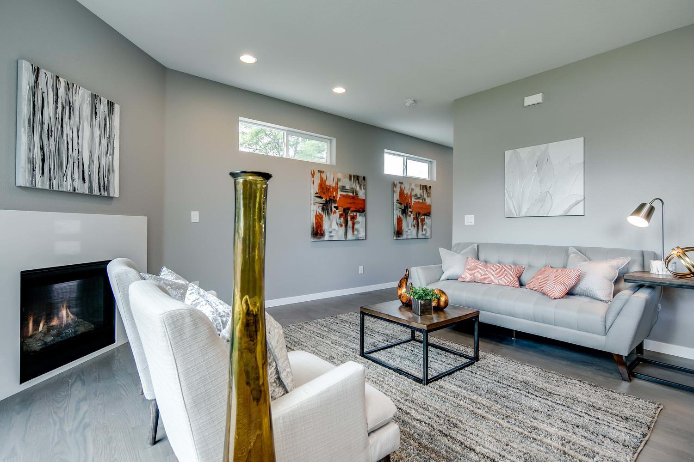 5230 Stuart Street-large-004-004-Living