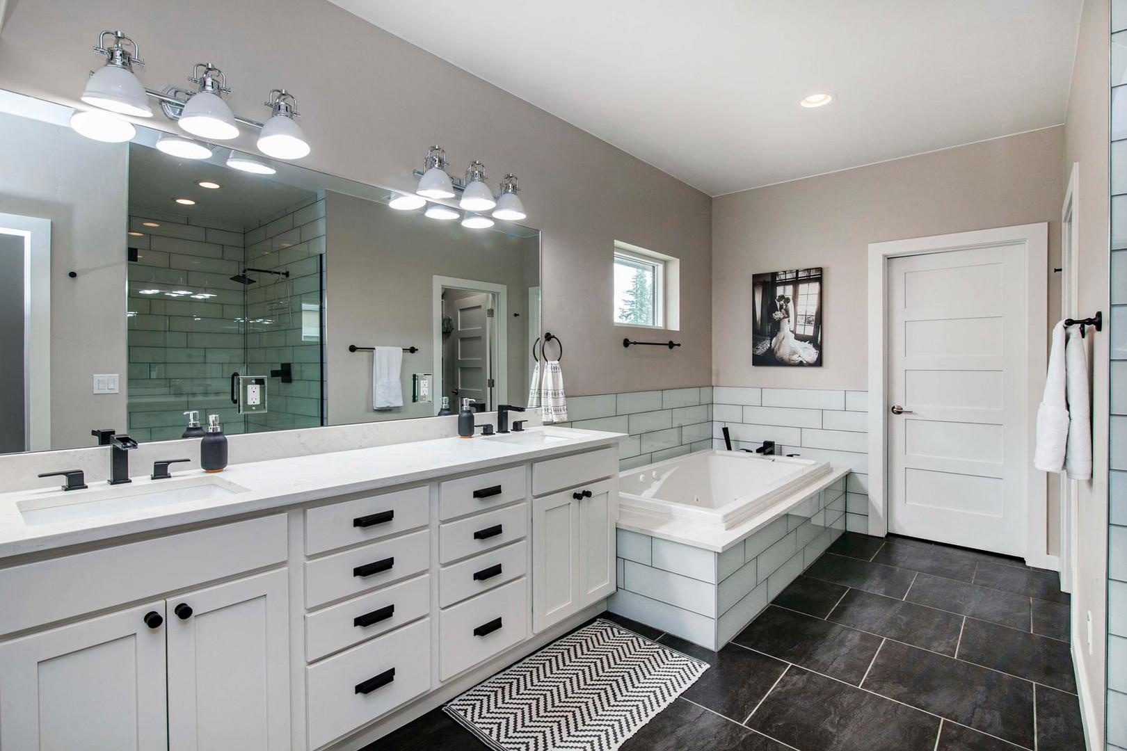 4404 Wolff Street-036-039-Bathroom-MLS_S