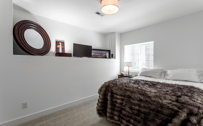 2218 W 33rd Avenue-large-036-028-Bedroom