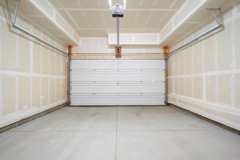 709 S Logan Street-large-039-037-Garage-