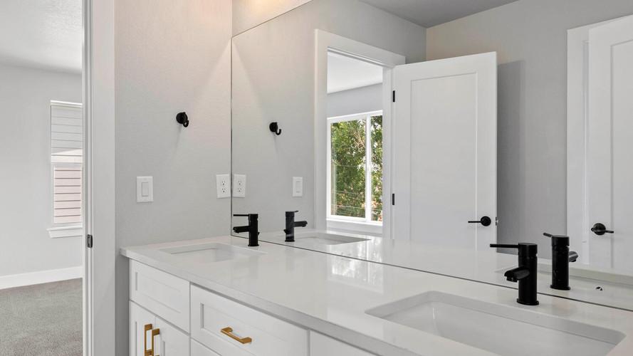 5347-osceola-st-large-025-025-bathroom-1498x1000-72dpi.jpg