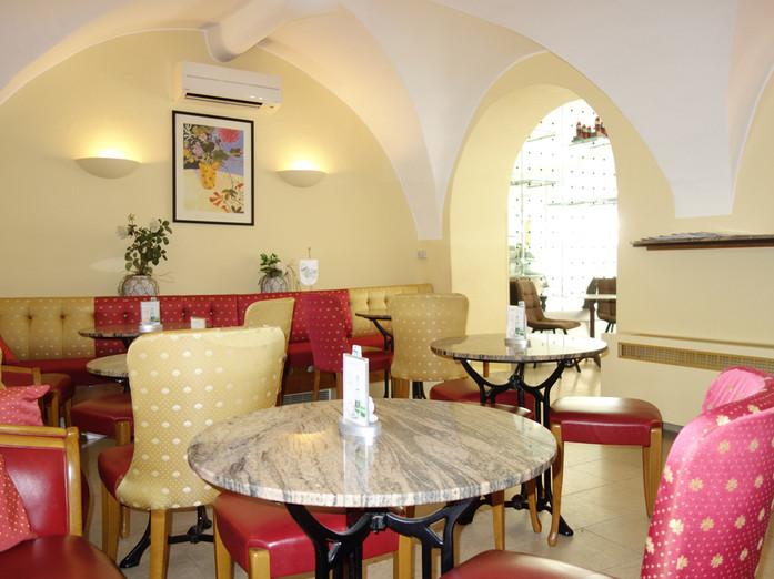 Café mit kompletter Ausstattung in Feldkirchen