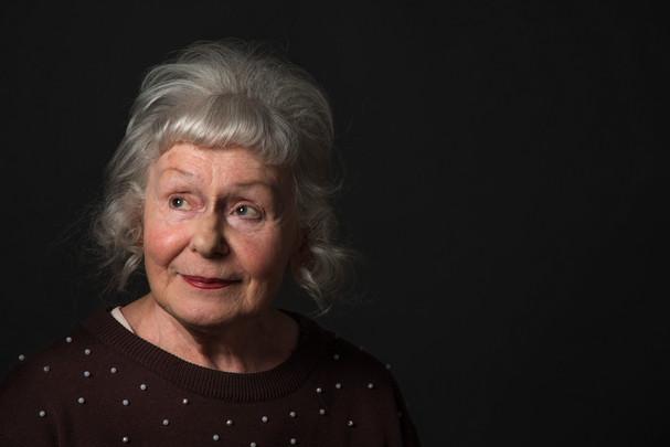 portait of an old lady, portrait, muotokuva, studiopohotography, valokuvaajaturku, vesa aaltonen