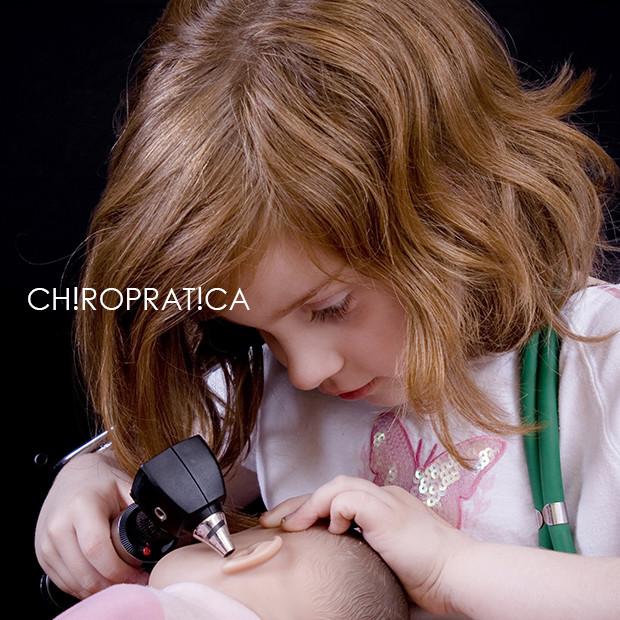 女の子が聴診器を持っている|副腎疲労HP