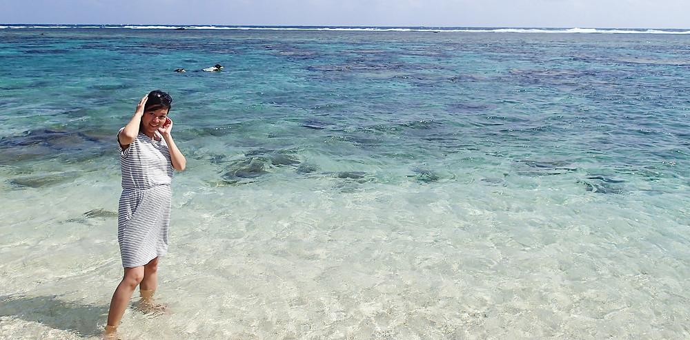 妊婦さんが居る宮古島の海|副腎疲労HP