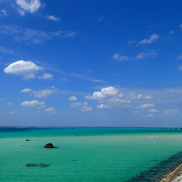宮古島のエメラルドグリーンの海|副腎疲労HP