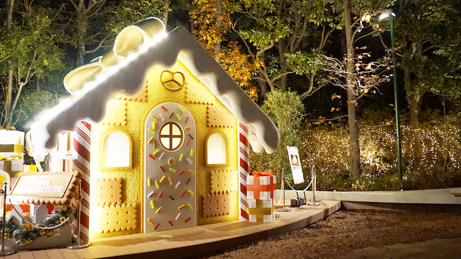 イクスピアリのイミネーション「お菓子の家」
