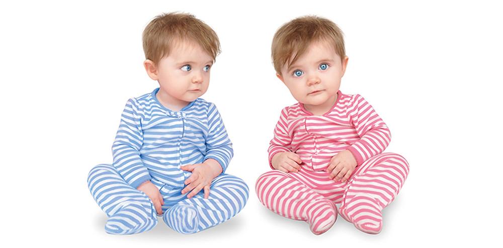 赤と青い服を着た双子の赤ちゃん|副腎疲労HP