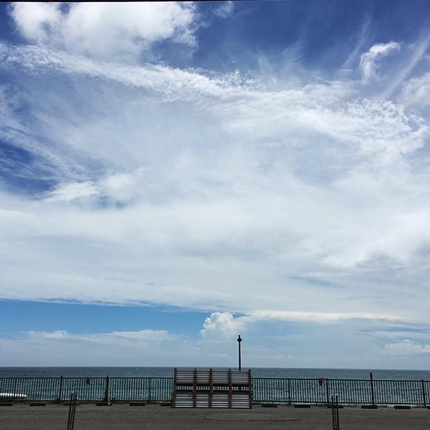 海と青い空と白い雲|副腎疲労HP