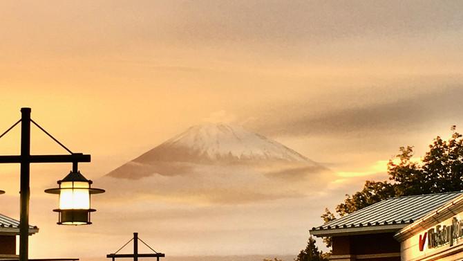 神秘的な「富士山」