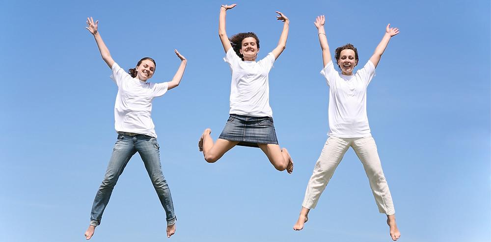 女性が元気にジャンプ|副腎疲労HP