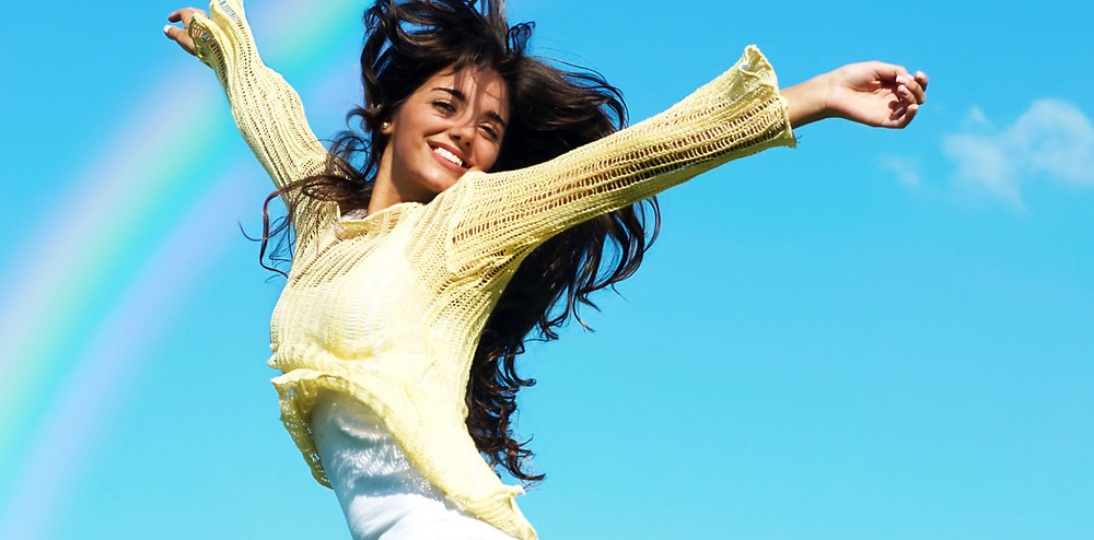 ジャンプしている女性|副腎疲労HP
