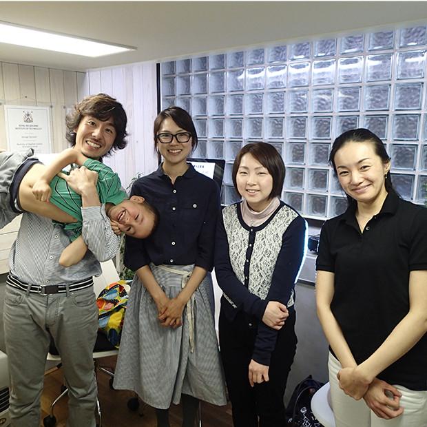 院長とクライアントさんとお子さん|副腎疲労HP