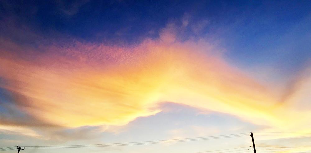 青い空とピンク色の雲|副腎疲労HP