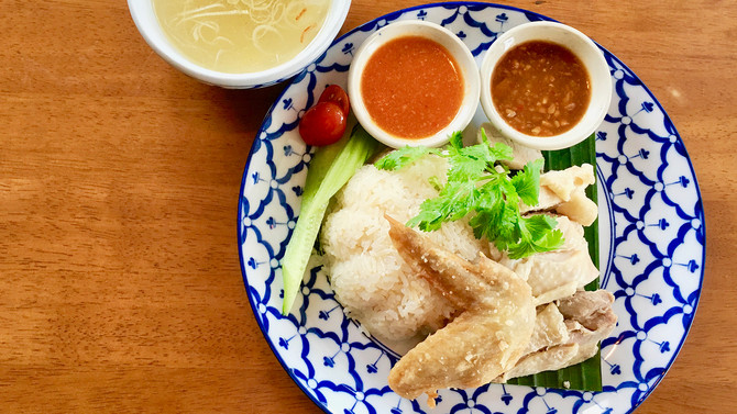 海の後はタイ料理の「カオマンガイ」に大満足!