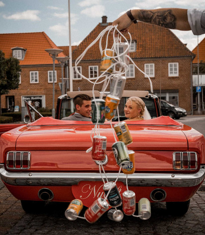 Bridal couple in the car