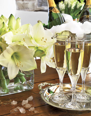 Champage-flutes-and-Flowers1.jpg