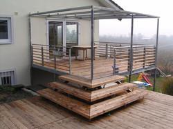 Terrasse aus Lärchebohlen