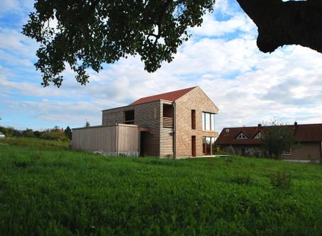 Schöngeister Ferienhäuser  und Sägezahn Architektur:  Mission impossible?