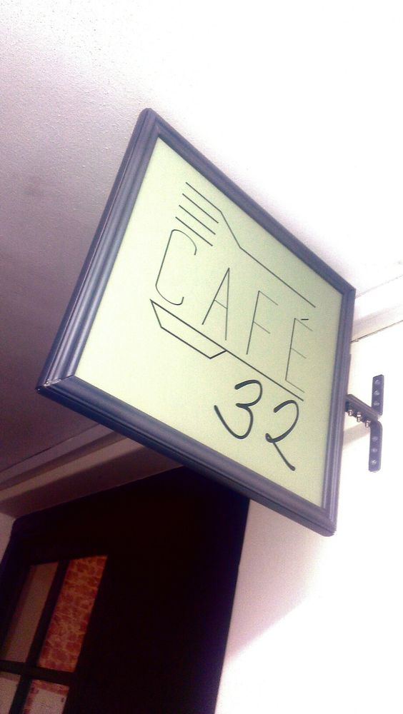 cafe 32 sign