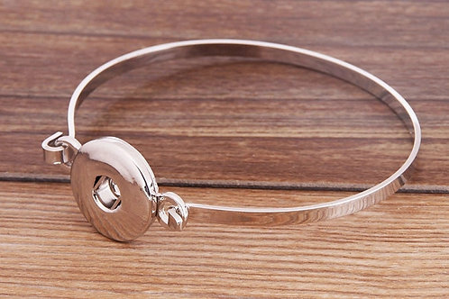 Metal Clasp Bracelet