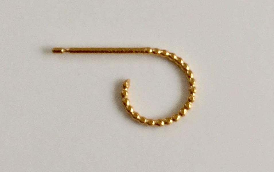 Classic textured mini hoop