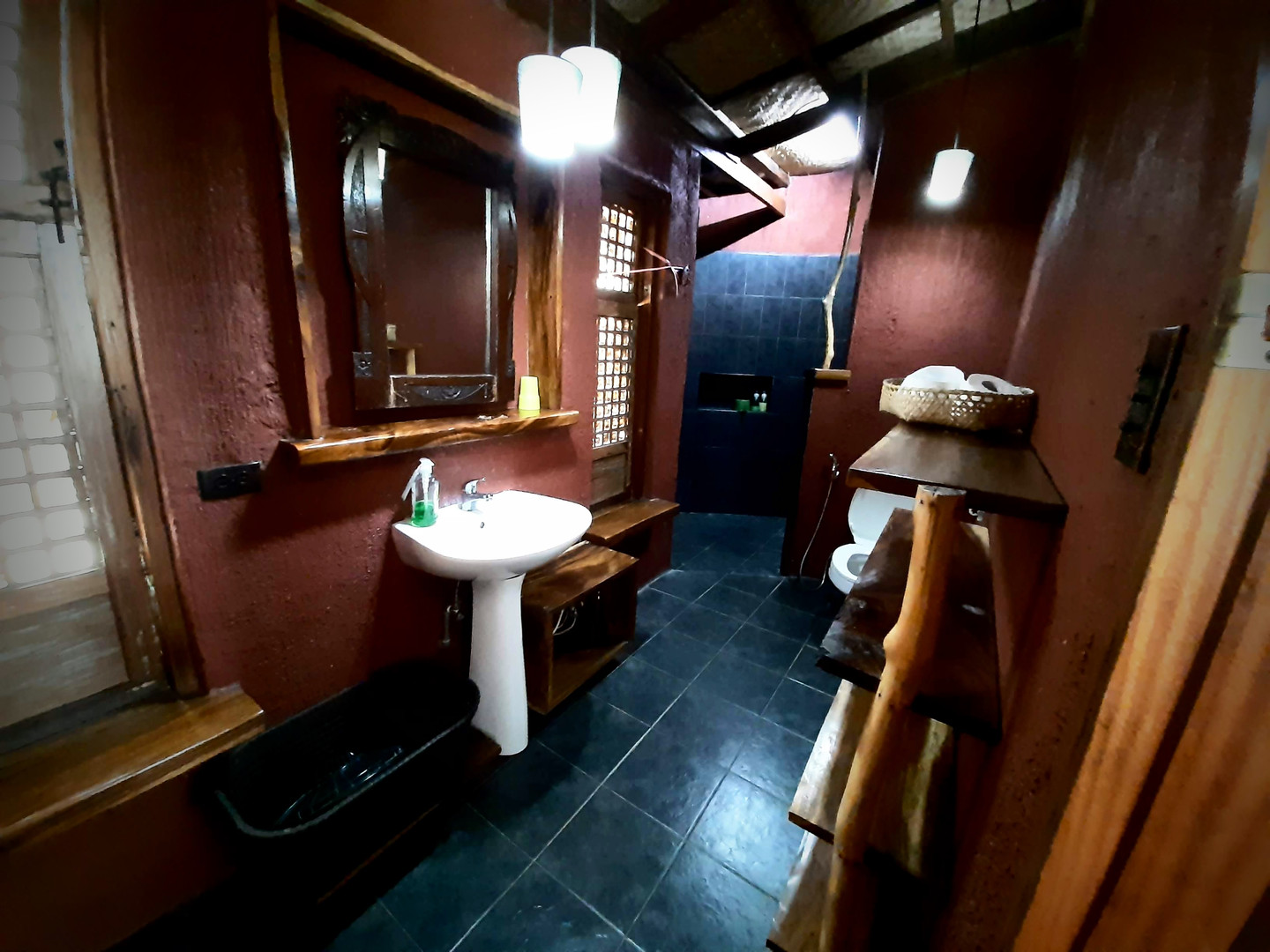 bathroom cottage 1.jpg