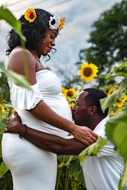 Summer Sunflower Field Maternity Photoshoot