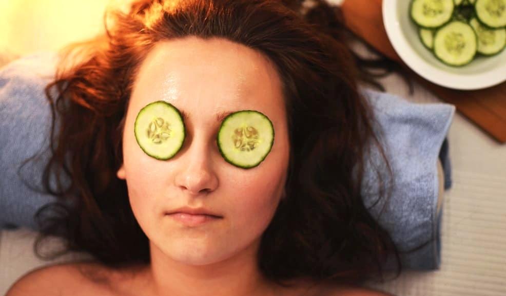 Schnelle Hilfe bei Augenringen sind Gurken