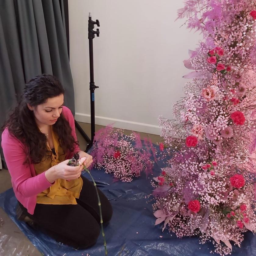 Wedding florist emma jane floral design creates a foma free installation using pink flowers