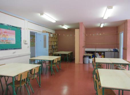 Grianghrafanna Samplacha an tSeomra Ranga / Photos of Sample Classroom
