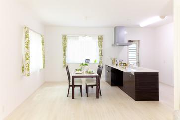 apartment-architecture-ceiling-271647.jp
