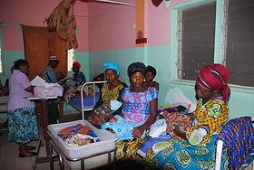 vier-vrouwen-één-bed-crop.jpg