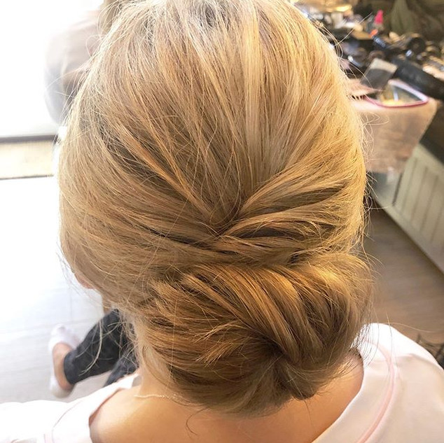 Messy bun vibes with the lovely _sb_make