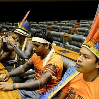 MUITO CACIQUE PARA POUCO ÍNDIO – O oportunismo político de lideranças indígenas