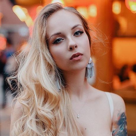 blonde tattooed girl sleeve glamour femen lips make-up mua