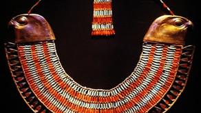 ネフェルプタァの襟飾りとホルスの眼