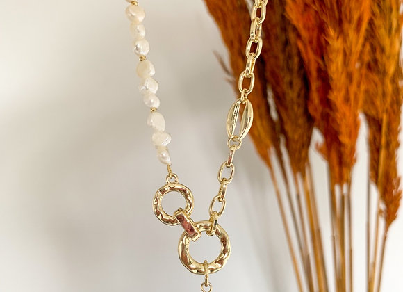 Chain necklace pearls