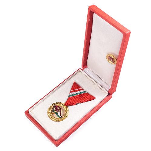 """Hungarian """"Excellent Pioneer Leader"""" Medal Set (Cased + Stickpin)"""