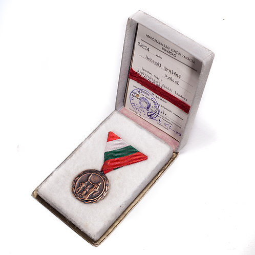 Hungarian Medal of Maternal Glory, 4th Class (Cased + Document)