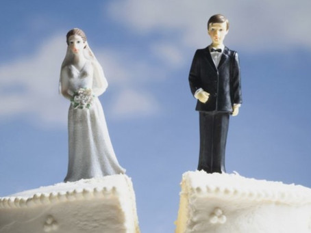 Cause divorzio, se la sentenza non arriva posso chiedere i danni?