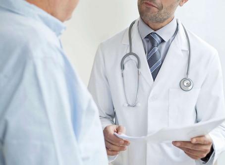 Novembro Azul: Você sabe a diferença do toque retal na urologia e na coloproctologia?