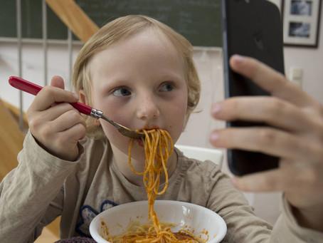 Tire o celular das crianças
