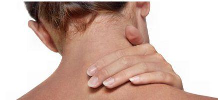 Exercícios para alongar e relaxar ombros e pescoço