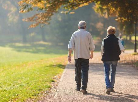 Andar ajudaria os idosos a viver mais