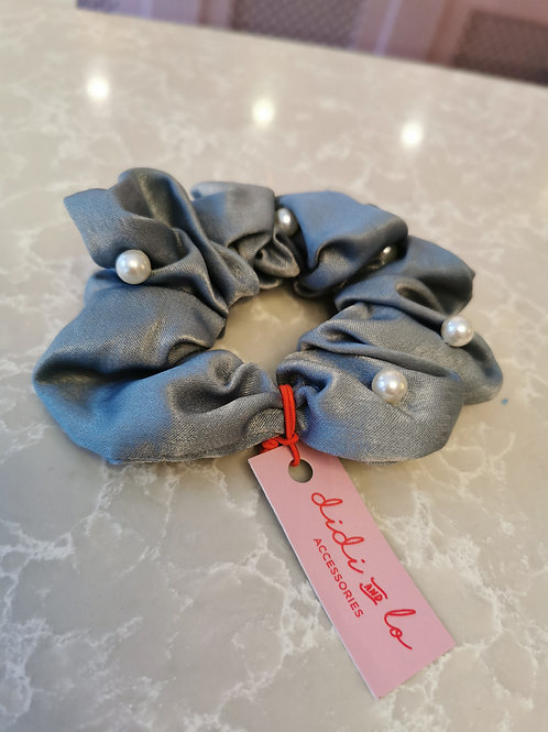 Pearl Scrunchie Grey