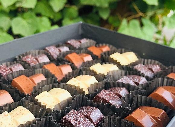 Caja de 25 bombones de chocolate puro mixtos