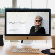 Site desenvolvido para Suely Tonarque gerontóloga e especialista em moda no envelhecer.