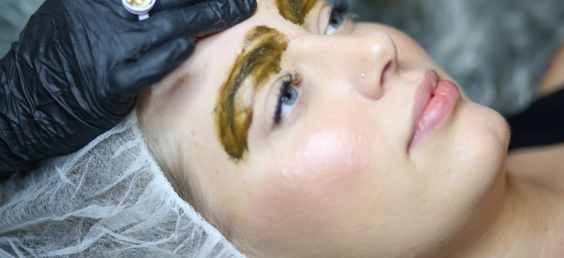 Apply a layer of pigment to be absorve into the little strokes.